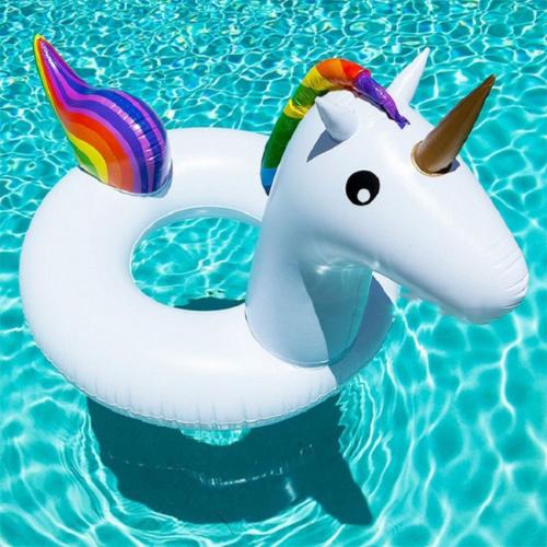bouée licorne anneau unicorn float pool piscine plage beach summer rainbow arc en ciel tahiti fenua shopping